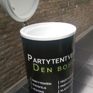 Tot zo'n 40 biertjes tegelijk koelen met deze bierkoeler te huur bij Partytentverhuur Leeuwarden